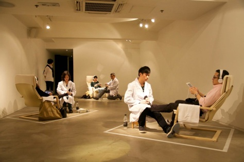 Foot Massage (Live views in 2014 Hong Kong ArtWalk) Image courtesy of Rental United