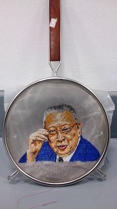 Portrait in a sieve, Chee-hwa Tung