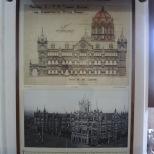 石製拱頂、尖形拱門和整體建築與印度傳統皇宮設計相近