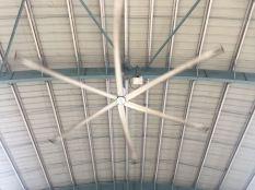 Anhderi 火車站內超巨型風扇