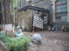 校園四周也不乏雕塑作品