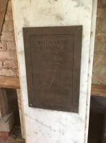 有傳校園地點是英裔作家Rudyard Kipling 的出生地